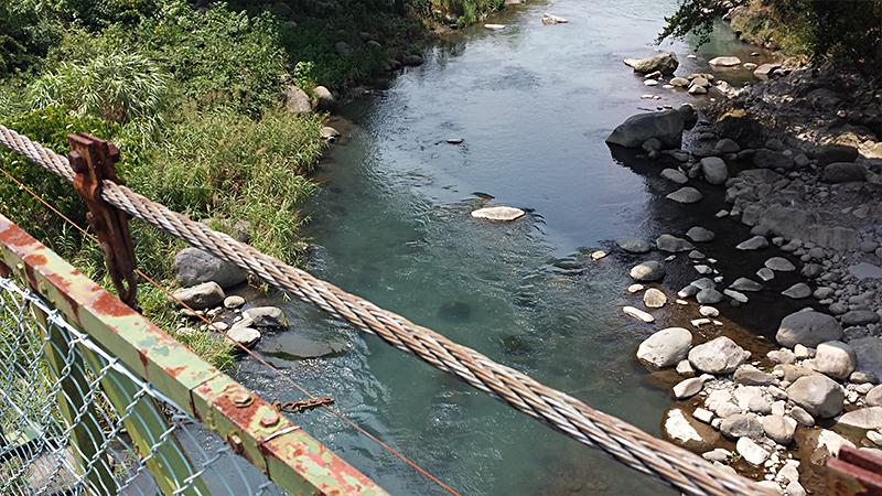 吊橋から見た川