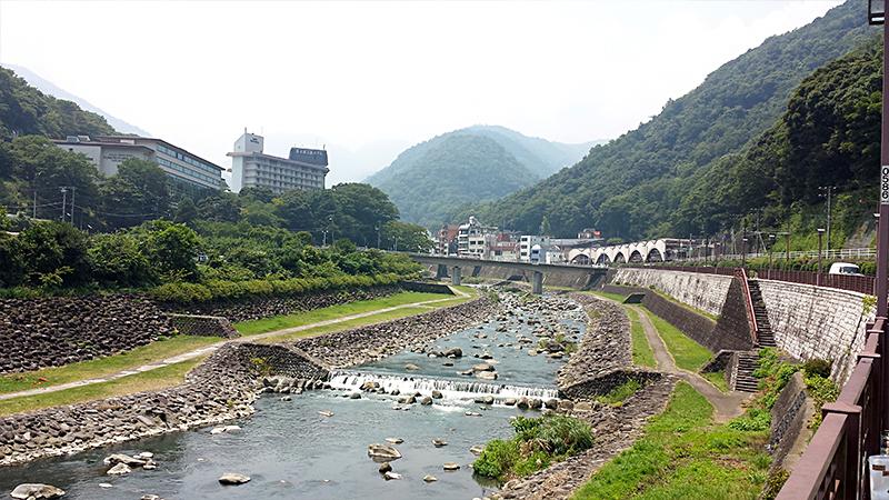 早川と箱根湯本