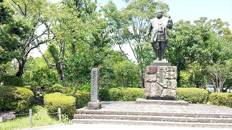 駿河城の徳川家康像