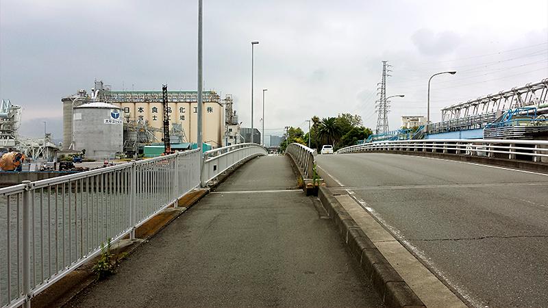 潤井川を渡り富士市