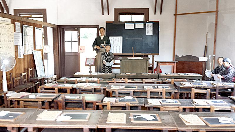 見附宿旧見附学校の中 授業の様子