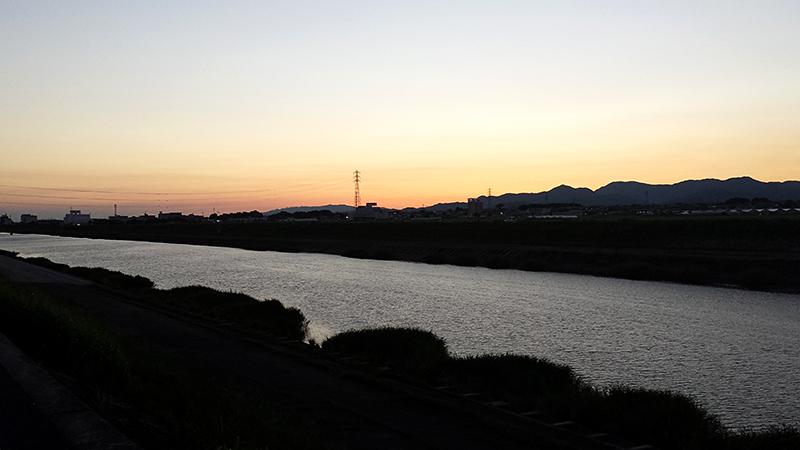 豊川放水路のからの夕日