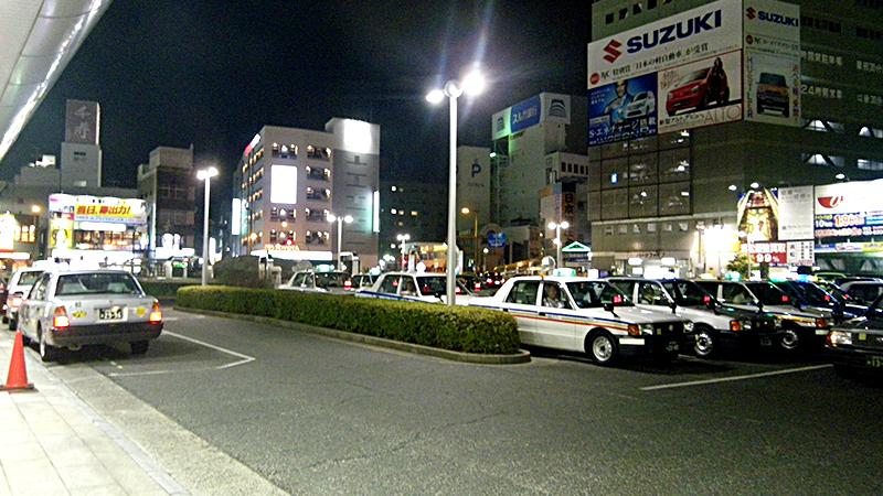夜の浜松駅前