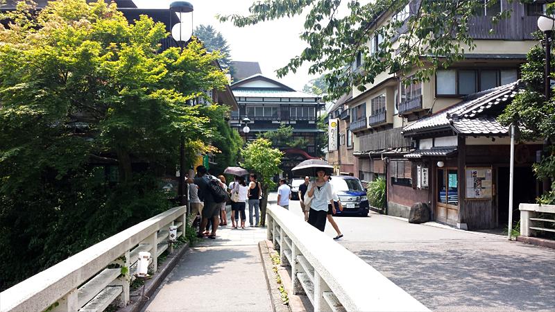 箱根湯本近くの温泉街