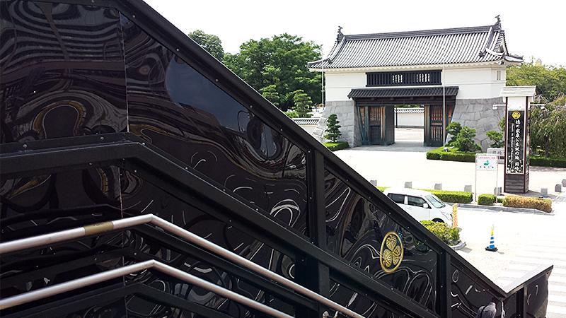 岡崎城と葵の家紋