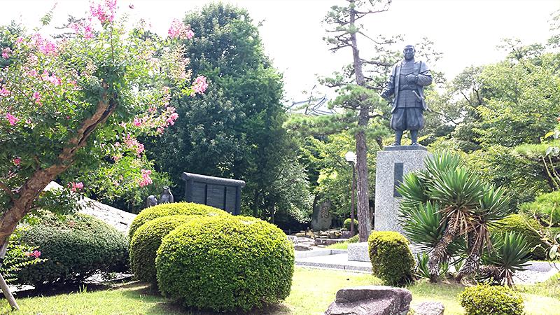 岡崎城の徳川家康像