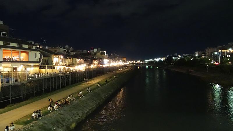 京都鴨川の夜