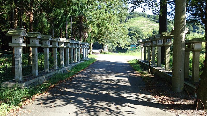 龍瀧神社の参道