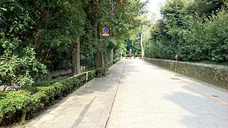 タイル状の道