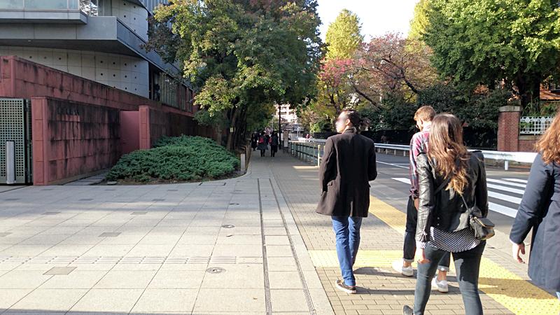 東京藝術大学門の前