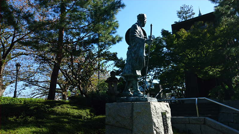 松尾芭蕉の石像