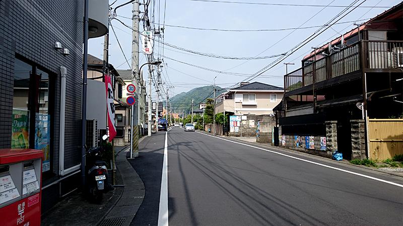 小仏峠に向かう旧甲州街道