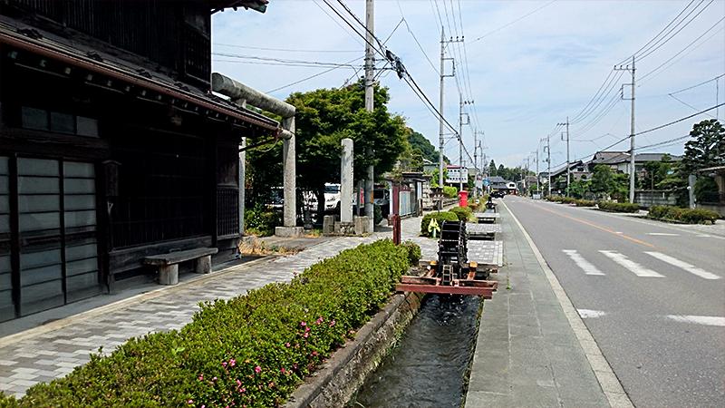 白澤宿の用水と水車