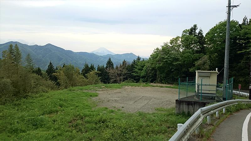 山梨側から富士山を望む
