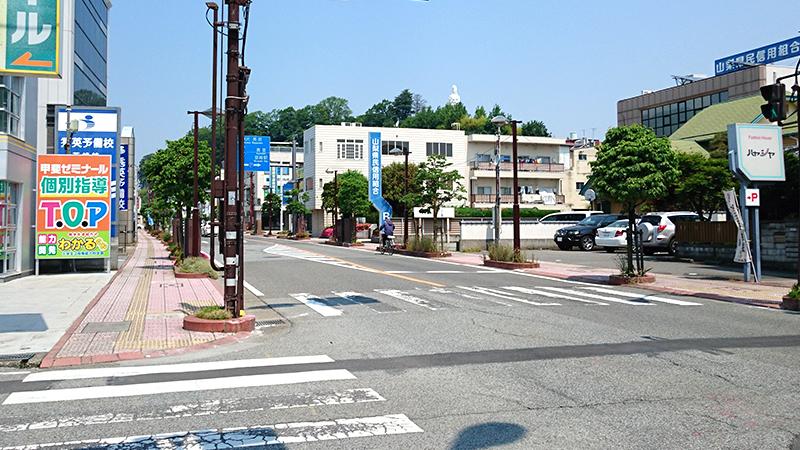 韮崎市の崖の先端