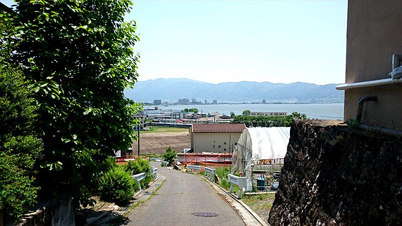 旧甲州街道からの諏訪湖の眺め